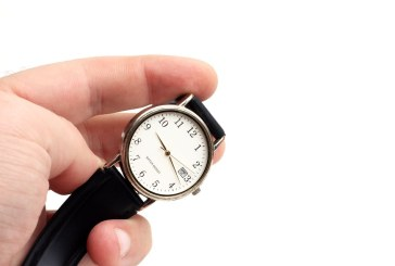 KIS HAND ME WATCH LAGAYE ?